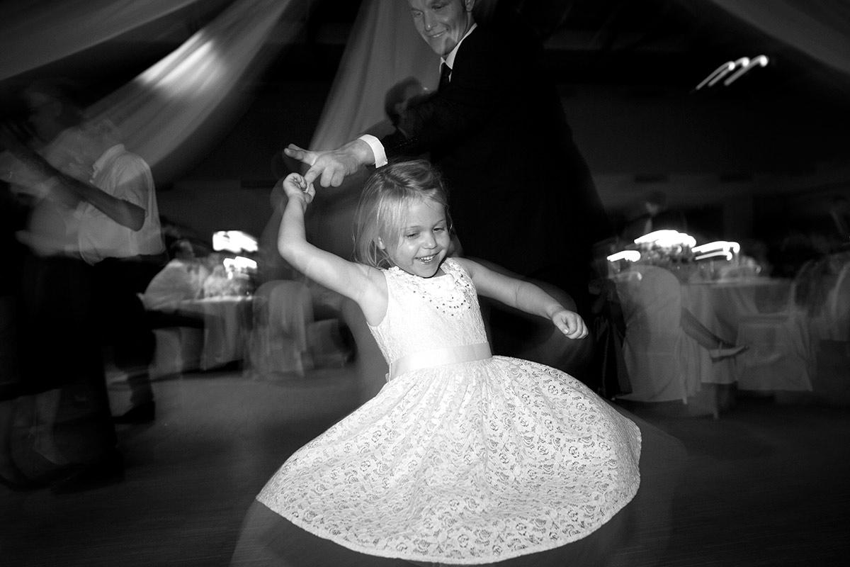 Hochzeit-Kind-tanzt-Insa-Axel